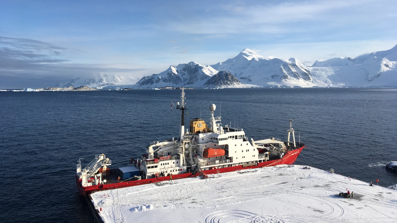 BAS RRS James Clark Ross arrives at the new Rothera Wharf
