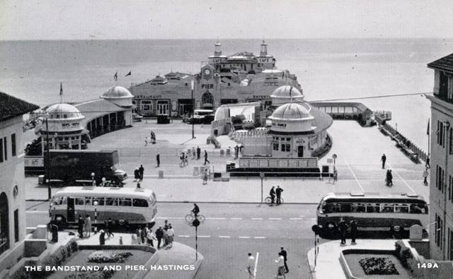 1950s postcard showing the two pavilions in the foreground and ballroom behind